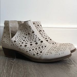 Rampage Cutout Booties